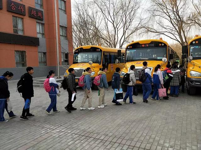 @嘉峪关家长,新学期,校车开车啦!我们又可以坐着校车去上下学喽!